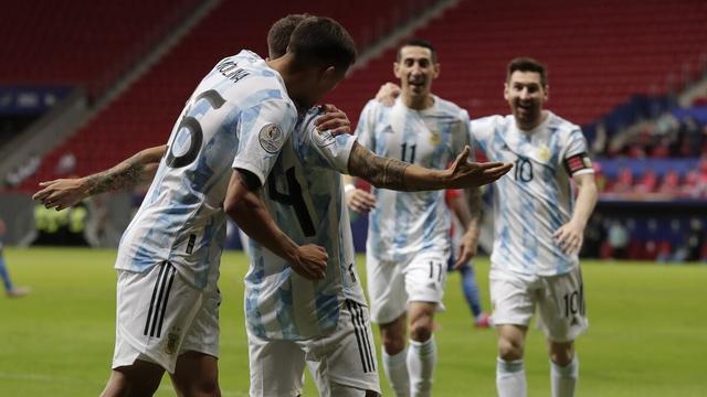 美洲杯-梅西越位致乌龙被吹 天使献助攻 阿根廷1-0巴拉圭提前出线