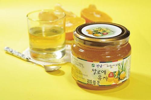 蜂蜜柚子茶的正确做法,蜂蜜柚子茶怎么做?功效与作用蜂蜜柚子茶的做法介绍