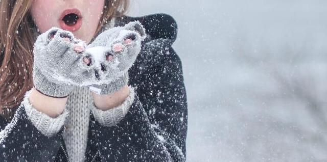 天气降温关心简短句子,天气变凉了关心的短信 天气变凉的温馨短信