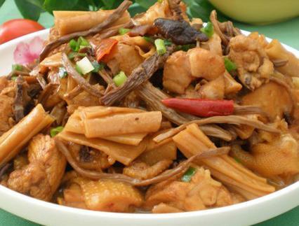 腐竹的做法大全,茶树菇腐竹炖鸡肉的做法 茶树菇腐竹炖鸡肉怎么做