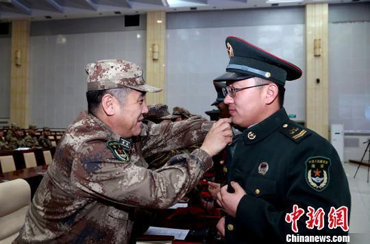 给退伍老兵的祝福语,新疆军区某训练基地多种形式送别退伍老兵