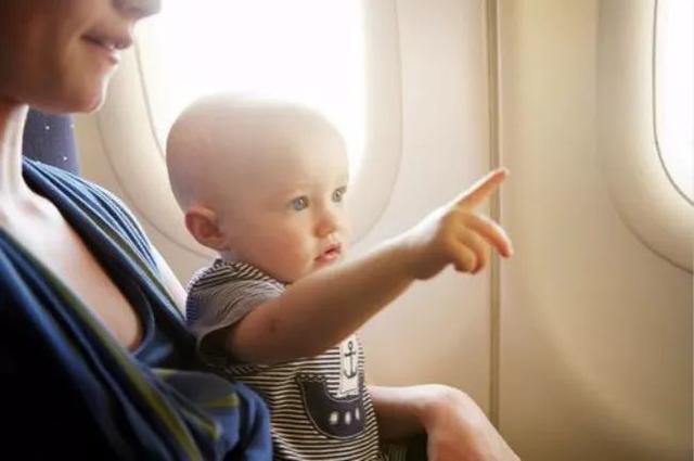 婴儿  飞机,带宝宝坐飞机,你必须get的重点,都教给你!