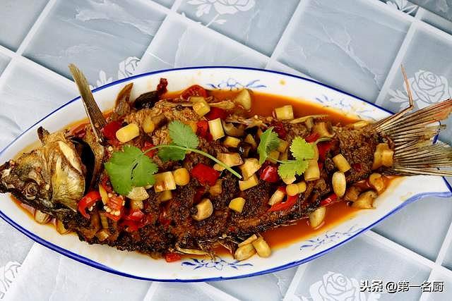 鱼干怎么做,饭店的干烧鱼是怎么做的?大厨分享小窍门,外酥里嫩,香辣又开胃