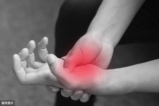 手指关节疼痛是怎么回事,手指关节痛,多是4种病导致的!骨科医生教你5招,有效止痛