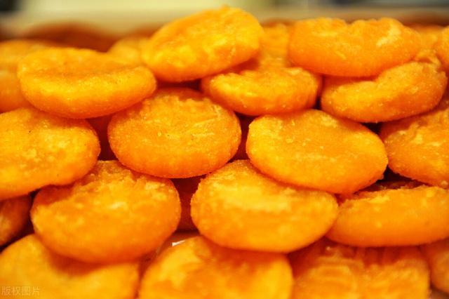 南瓜饼怎么做,教你在家制作南瓜饼,不仅外酥里嫩,而且卖相佳,口味也是好得很