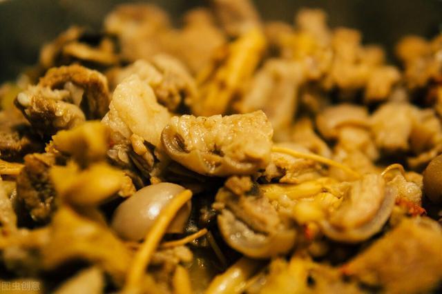 红焖羊肉的做法,红焖羊肉,软嫩入味,口感超赞,营养暖身的家常菜,全家老少都爱