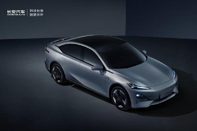 全新设计,固定尾翼、长安汽车代号C385轿车曝光
