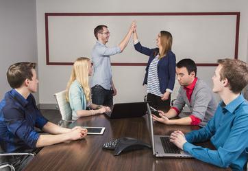 """沟通技巧,沟通技巧:后发制人,""""说""""好这几个方面,让下属真正的服从你"""