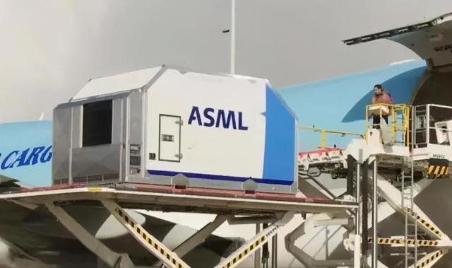 ASML与中芯签订12亿订单信息,为什么忽然愿意将光刻技术卖