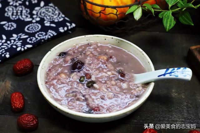 八宝粥的做法,想要熬出好吃的八宝粥,千万别省略了这一步,米和水的比例要切记