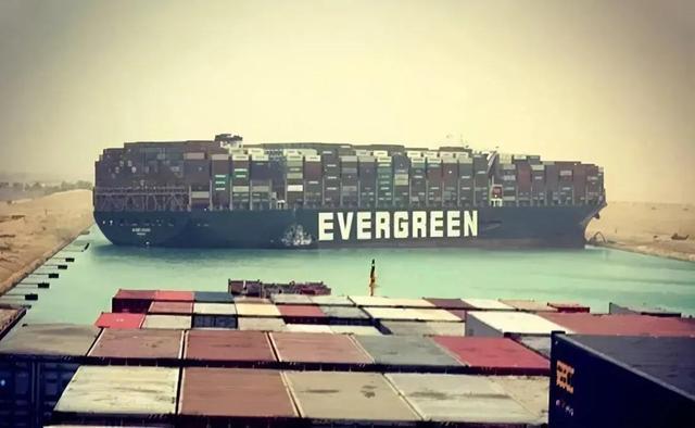 """苏伊士运河""""大塞船""""每钟头损害达4亿美金(约26亿人民币)"""