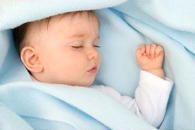 低烧婴儿,宝宝夏天持续低烧是怎么回事?要吃退烧药吗?