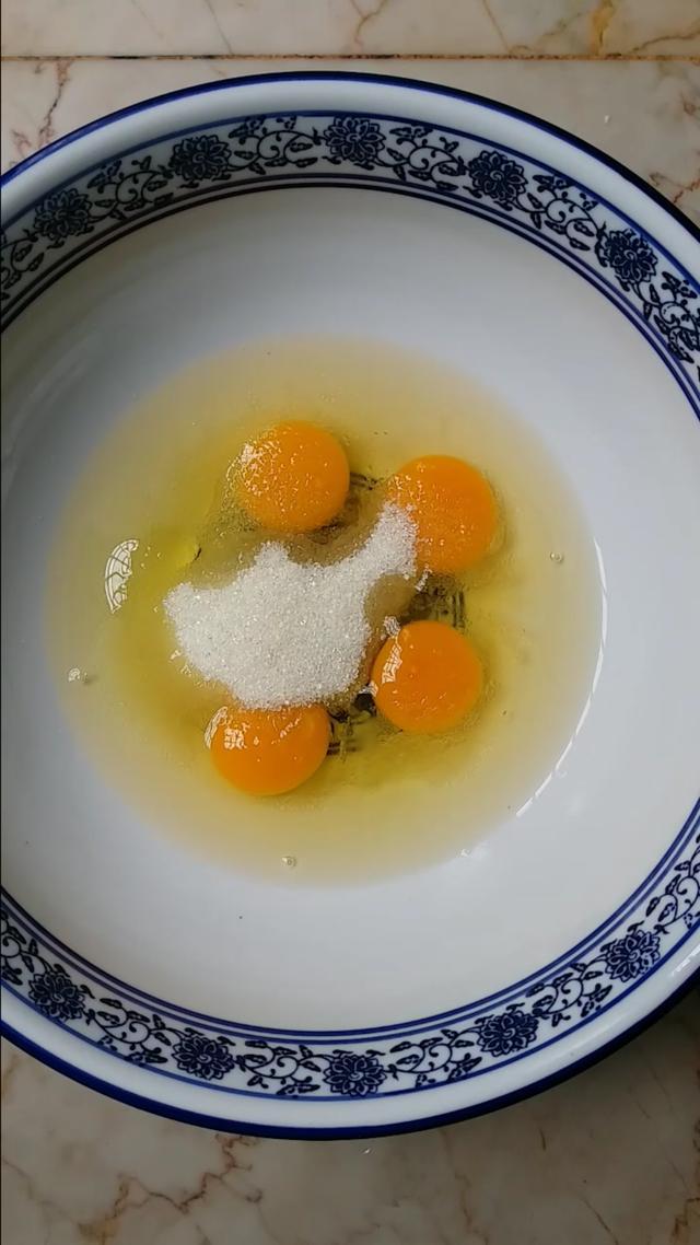 电饭煲做蛋糕怎么做,电饭煲做蛋糕原来这么简单,蛋黄蛋清都不用分离,松软香甜超好吃