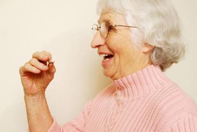 """木头人图片,55岁阿姨精神分裂30年,停药仅一天,体温飙升突变""""木头人""""?"""