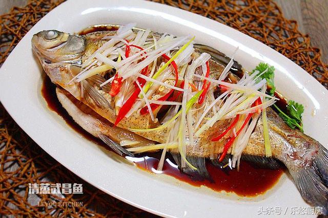 蒸鱼的做法大全,蒸鱼鲜嫩又健康,中秋家宴不能少,这4种做法,看一眼就会