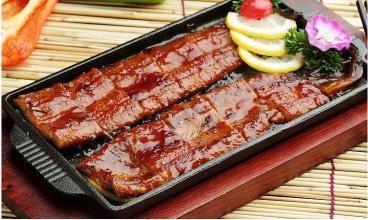 鳗鱼的做法大全,蒲烧鳗鱼,酱汁的香味融入蓬松柔软的鱼肉中,烤出真正美味的鳗鱼
