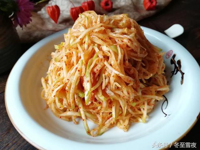 芥菜的做法,金秋十月,北方又到了腌菜季节,教你这样腌芥菜,又脆又下饭