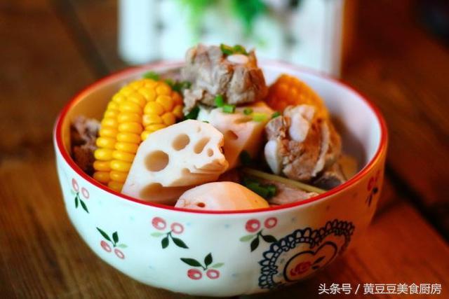 排骨莲藕汤的做法,秋季要多喝汤,给家人煲一锅莲藕排骨汤,滋补又养生,清淡无油腻