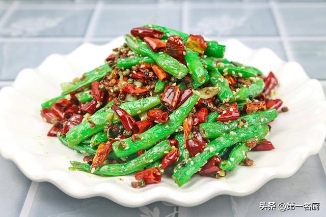 干煸四季豆的做法,大厨做的干煸四季豆,香辣开胃又脆爽,色香味俱全,上桌惊艳全场
