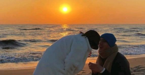 扣字短句,故事:求婚时,男神在她项链里取出婚戒,她才知这场婚姻预谋五年