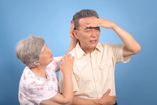 耳朵后面长了个包一按就疼怎么办,翳风,在耳朵后面的穴位,按摩它可以治疗耳鸣、耳聋,面瘫等