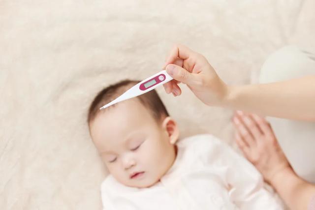 婴儿多少度算发烧,小孩发烧多少度需要干预?如何处理?