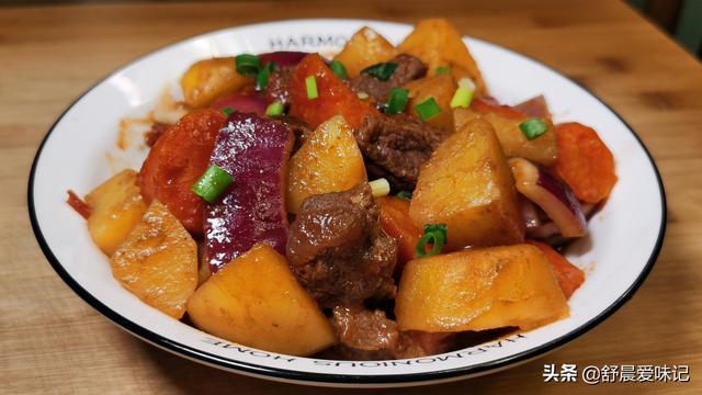 土豆炖牛肉怎么做,1块牛肉,2个土豆,做人见人爱的土豆炖牛肉,上桌连汤汁都不剩
