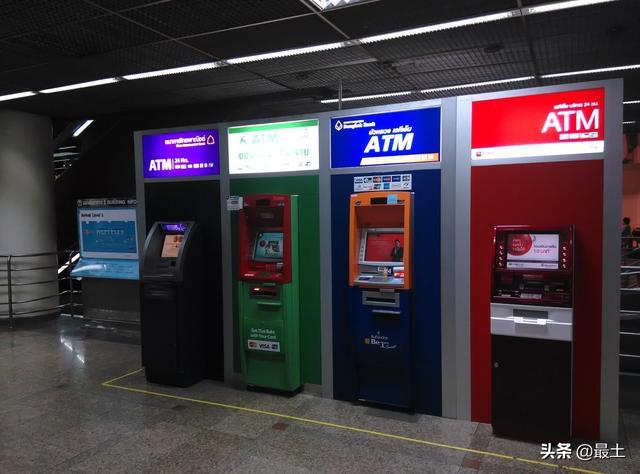 银行ATM机一年少8万台!网友:老年人不会用,年轻人不会用