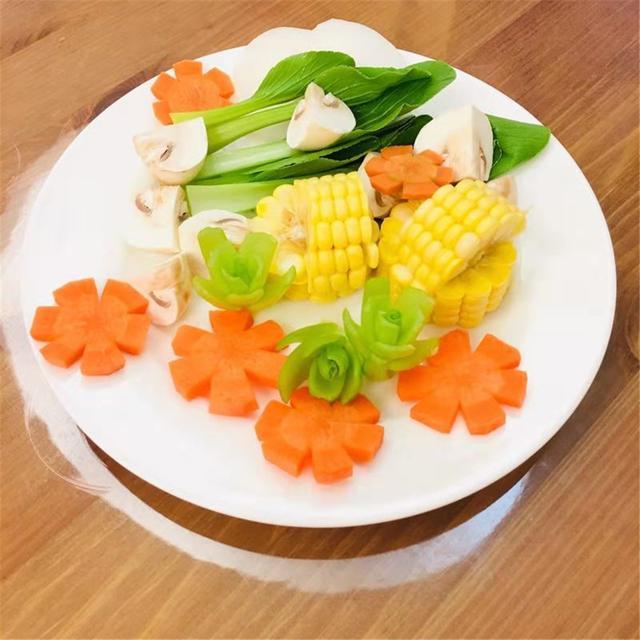 大骨头的做法,家常炖大骨头的做法,加入这些食材,好吃到连汤汁都不剩