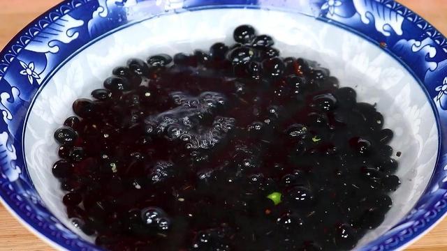 黑豆的吃法,84岁钟院士推荐一定多吃黑豆,不打豆浆不煮粥,人越吃越精神