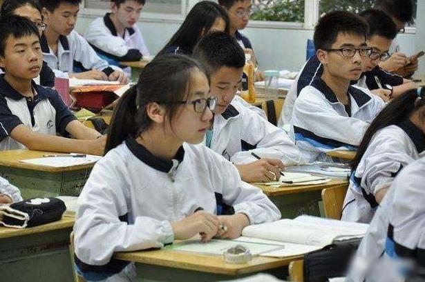 中小学,中小学学制被缩短,12年学制变成10年,高考学十年可还行?