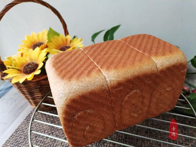 吐司的吃法,家里有了全麦吐司,早餐就能变着花样来食用了,好看又好吃又营养