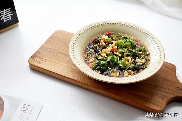 蕨根粉的做法,这菜,我喜欢了二十年,每周吃两回,每次一大碗,吃完这回馋下回