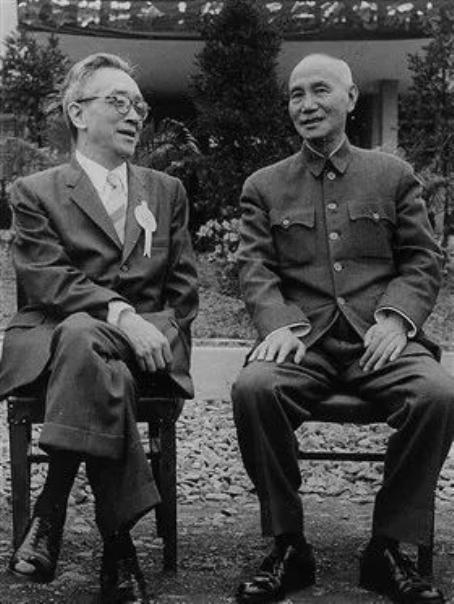 我喜欢的知名人士,胡适究竟是什么样的人?蒋介石恨他!贬低主席,主席却欢迎他回来
