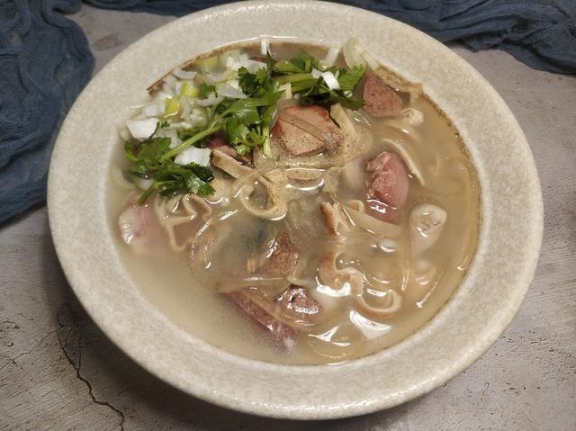 羊杂的吃法,在家做羊杂汤,调料只加这两味就够了,汤白如奶,一点都不膻