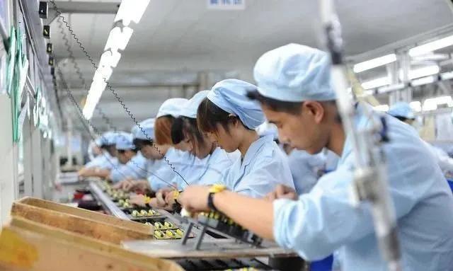 到2020年,郑州富士康27家关键加工厂开工81数万人,换句