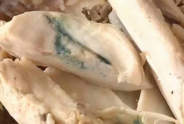 鸡胸图片,为什么切开的鸡胸肉肉质发绿光,吃了容易食物中毒?营养师告诉你