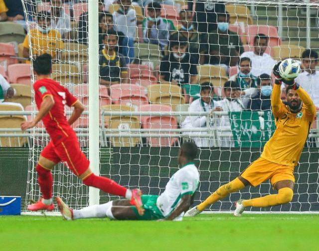 国足世预赛首次不敌沙特!克星之名被彻底击碎 出线形势已难乐观 全球新闻风头榜 第3张