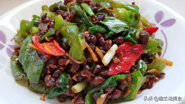 豆豉的做法,正宗四川干豆豉好吃的做法,又臭又香,炒上辣椒,开胃又下饭