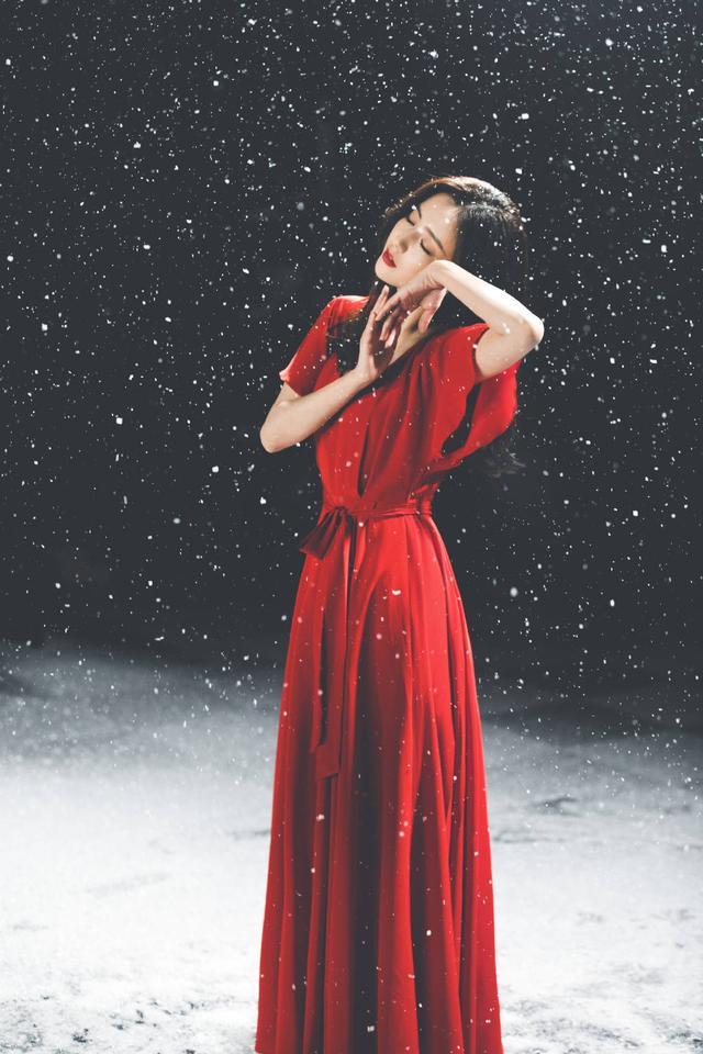 佟丽娅在张杰新歌MV中起舞 一袭红衣美出天际 全球新闻风头榜 第9张