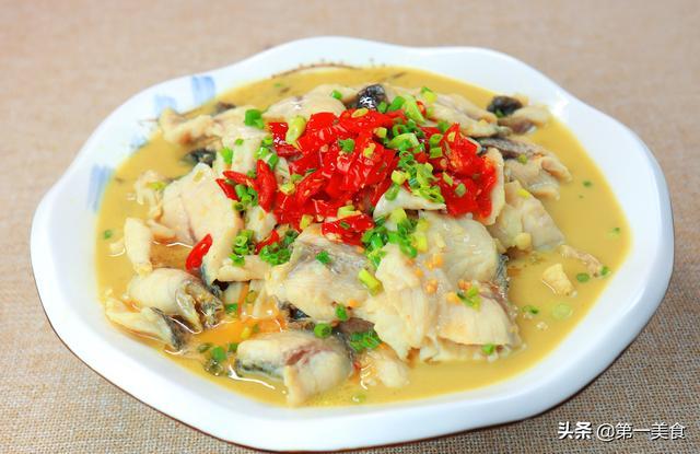 酸菜的鱼做法,厨师长教你酸菜鱼做法,从处理到成菜讲解详细,鱼片鲜嫩无腥味