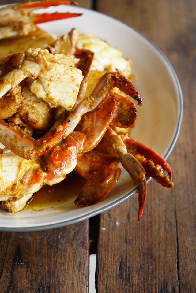 梭子蟹的吃法,梭子蟹季这种吃法不能少,梭子蟹炒年糕,鲜香软糯最迷人