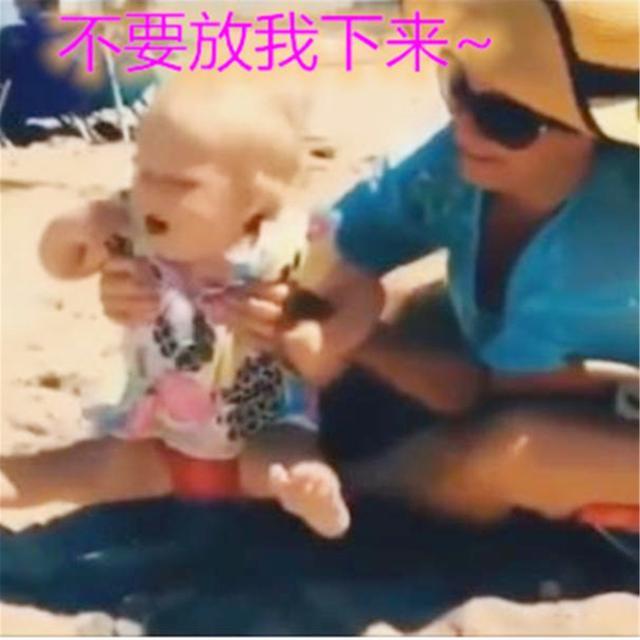 """婴儿脚,宝宝""""尊贵""""的小脚丫不肯沾地,父母抱到手发酸,如何破解"""