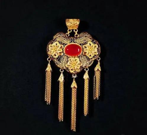 长命锁寓意,锁百岁,一锁富贵春,中国式护身符——长命锁