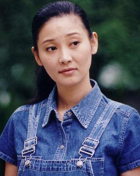 徐帆个人资料简介,徐帆明明是王志文的女友,为什么嫁给了二婚的冯小刚?