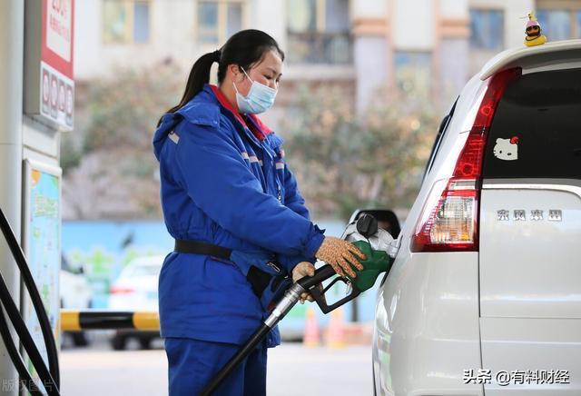 原油价格最新消息实时,高盛上调油价目标,加油站油价调整后的柴油、92号汽油今日价格