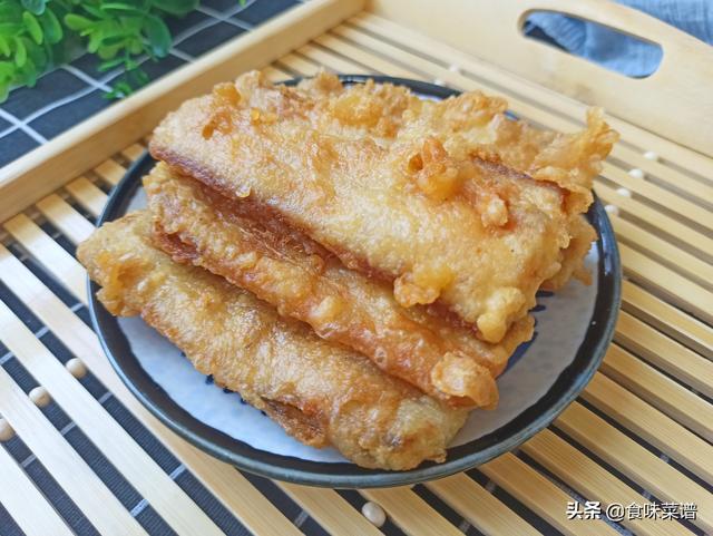 炸带鱼的做法,厨师长教你怎么炸带鱼,外酥里嫩,不腥不腻,过年宴客必备的美食