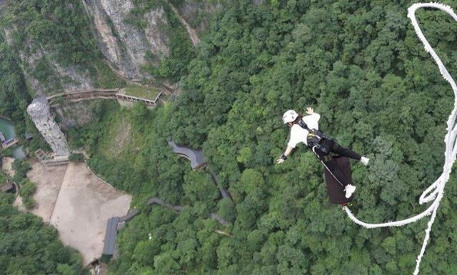 绳没系好就跳了!哥伦比亚蹦极女子从50米高空坠落身亡 全球新闻风头榜 第3张