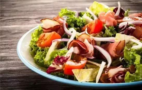 蔬菜沙拉的做法,好吃不麻烦,蔬菜沙拉的简单做法,教你如何吃得营养健康!