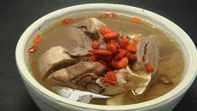 猪心汤的做法,枸杞猪心汤:家庭做法,是一年四季都可食用的养生汤。你会做了没